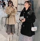 (現貨+預購 FUWAFUWA)-加大尺碼英倫風純色半長風衣外套