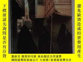 二手書博民逛書店英文原版罕見Guests of the Sheik by Eli