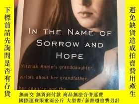 二手書博民逛書店In罕見the name of sorrow and hope