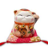 【金石工坊】奶茶波士桃花貓(高7CM)求貴人 陶瓷開運桌上擺飾  招財貓 撲滿存錢筒