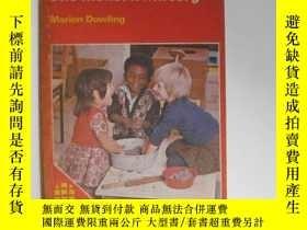 二手書博民逛書店The罕見modern nursery現代幼兒園 Marion