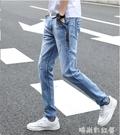 夏季薄款男士淺藍色牛仔褲男破洞韓版休閒高彈力修身小腳褲子「時尚彩紅屋」