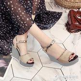 韓版百搭厚底楔形魚嘴露趾涼鞋女鞋夏季新款荷葉邊條紋一字扣單鞋 時尚芭莎
