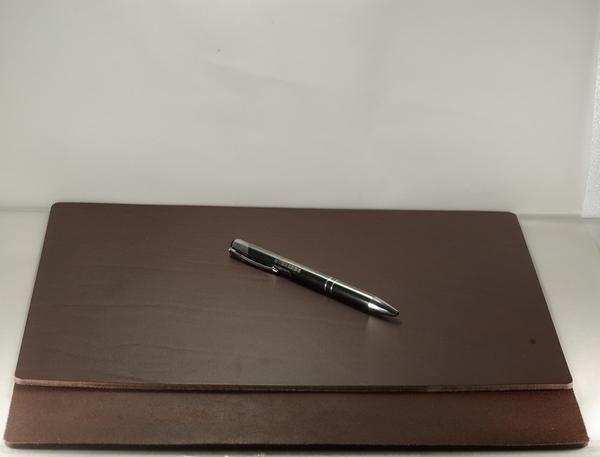 Mark Honor 義大利植鞣苯染皮墊桌墊寫字墊-深棕色32公分*24公分