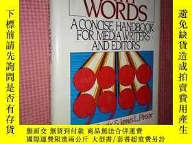 二手書博民逛書店WORKING罕見WITH WORDS:A CONCISE HA