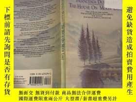 二手書博民逛書店the罕見house on moon lake 月亮湖上的房子Y200392