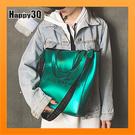 大容量斜背包環保袋通勤包書包金屬感光澤感斜背包單肩包-黑/白/銀/紫/綠【AAA4677】預購