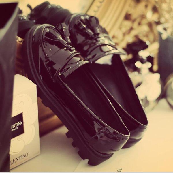 黑色復古漆皮吊花厚底真皮圓頭松糕平底日系秋季新款女單鞋   -yrre00233