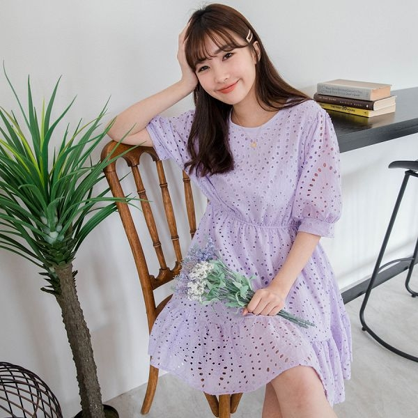 MIUSTAR 洞洞刺繡鬆緊澎袖棉麻洋裝(共2色)【NH1527】預購