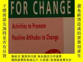 二手書博民逛書店Training罕見For Change: Activities To Promote Positive Atti