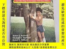 二手書博民逛書店hug罕見a tree and other things to