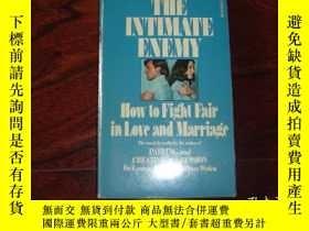 二手書博民逛書店THE罕見INTIMATE ENEMY(親密淪陷) 1968年英