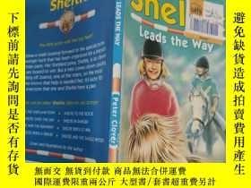 二手書博民逛書店sheltie罕見leads the way 謝爾蒂帶路...Y200392