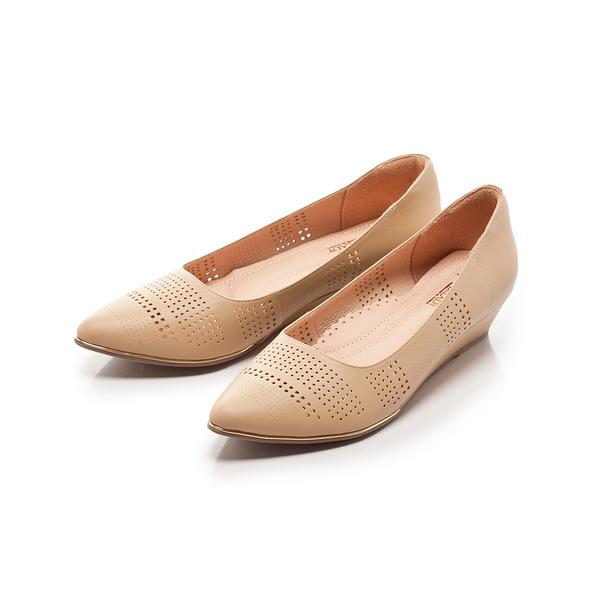 ★春季新品★【Fair Lady】Soft芯太軟 雅緻品味沖孔尖頭楔型鞋-卡其