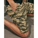 重磅斜口袋虎斑紋修身短褲。