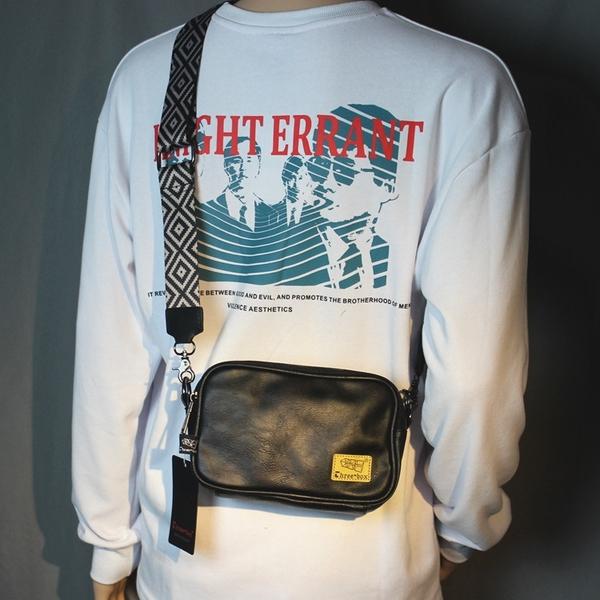 寬肩帶日系男包復古斜背包皮質側背拉錬背包旅行小包休閒胸包潮包 黛尼時尚精品