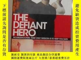 二手書博民逛書店英文原版罕見The Defiant Hero by Suzann