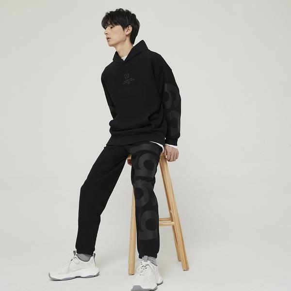Gap男裝 碳素軟磨系列 Logo法式圈織寬鬆軟休閒褲 979651-黑色