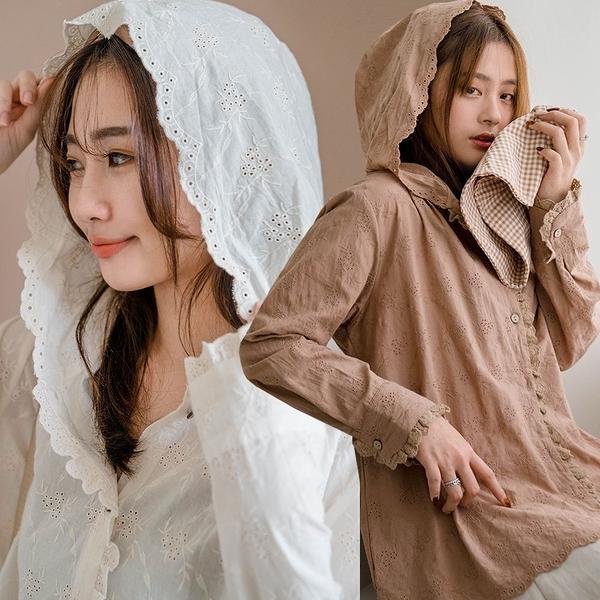 MIUSTAR 花花鏤空蕾絲滾邊排釦連帽棉麻上衣(共2色)【NJ0206】預購