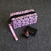 化妝包 化妝包小號便攜時尚簡約專櫃贈品明星同款化妝袋正韓不規則幾何包【快速出貨】