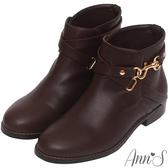 Ann'S美型金色勾釦層次繞帶素面低跟短靴-深咖啡