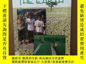 二手書博民逛書店RENEWING罕見THE EARTH:DEVELOPMENT FOR A SUSTAINABLE FUTURE奇