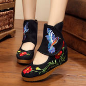 中國風刺繡布鞋 淺口短靴 坡跟增高舞蹈鞋【多多鞋包店】z6785
