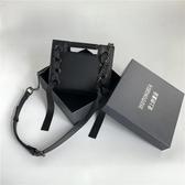 小方包暗黑系港風包包女新款百搭側背斜背包時尚錬條小方包 特惠上市