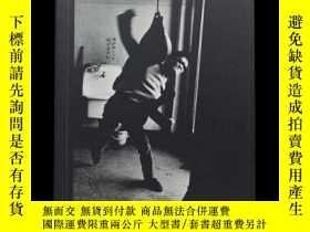 二手書博民逛書店「罕見」Provoke: Between Protest and