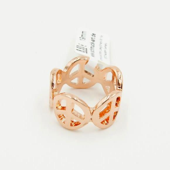 《花花創意会社》【H3802】 日本外流.潮派圓形LOGO標誌玫瑰金戒指