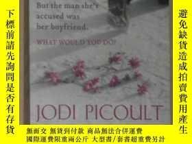 二手書博民逛書店英文原版罕見The Tenth Circle by Jodi P