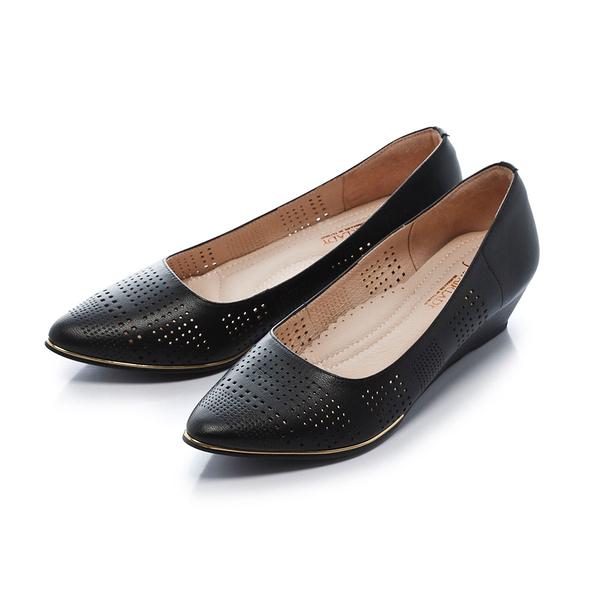 ★春季新品★【Fair Lady】Soft芯太軟 雅緻品味沖孔尖頭楔型鞋-黑