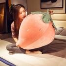 草莓暖手抱枕插手可愛毛絨玩具捂靠枕床上抱...