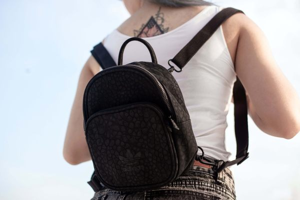 IMPACT Adidas Originals Mini Backpack 黑 皮革 迷你 後背包 爆裂紋 CE5629