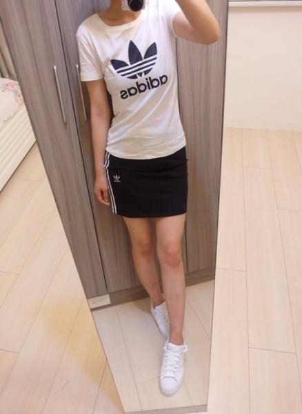 Adidas 愛迪達 三葉草 女T桖 運動短T 大Logo 短袖T卹 白色CV9889 黑色CV9888/澤米