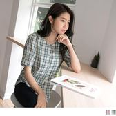 《AB9046-》高含棉配色格紋排釦圓領上衣 OB嚴選