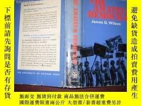二手書博民逛書店THE罕見AMATEUR DEMOCRAT(布面精裝原版英文)館