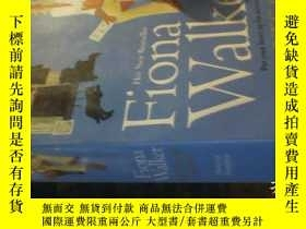 二手書博民逛書店LOTS罕見OF LOVE【24開英文原版】Y4953 FION