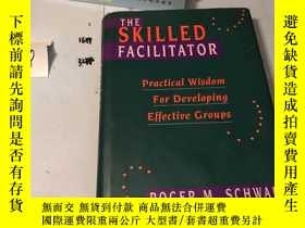二手書博民逛書店The罕見Skilled Facilitator: Practi