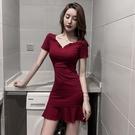 酒紅色洋裝 女人味性感魚尾裙夏季V領氣質荷葉邊洋氣修身顯瘦緊身包臀連身裙-Ballet朵朵