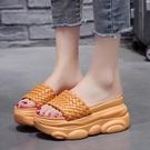 增高拖鞋 拖鞋女外穿軟底防滑厚底楔形一字拖夏季新款厚底鬆糕內增高涼拖鞋-Ballet朵朵