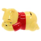 〔小禮堂〕迪士尼 小熊維尼 迷你趴姿造型陶瓷存錢筒《黃》擺飾.撲滿.儲金筒 4942423-25568