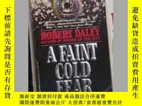 二手書博民逛書店英文原版罕見A Faint Cold Fear by Rober