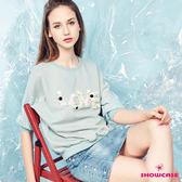 【SHOWCASE】休閒圓領手縫珠鑽英字蕾絲拼接袖T恤(綠)