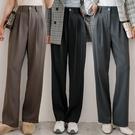 MIUSTAR 褲耳造型壓褶同色釦西裝寬...