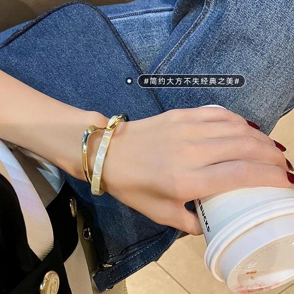 手鐲 輕奢白貝板材手鐲彎曲金屬質感手鏈ins小眾設計韓版時尚網紅手飾【快速出貨超夯八折】