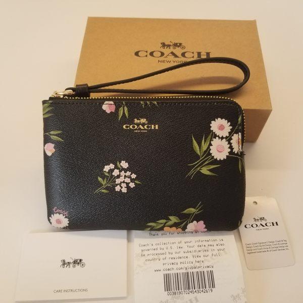 美國COACH 金色馬車 精美小手拿錢包最新設計 黑色幸運花系 新品上市 限量優惠 $1180