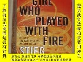 二手書博民逛書店原版罕見The Girl Who Played with Fir