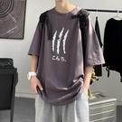 港風INS圓領T恤男生潮流簡約印花短袖上衣2021夏裝新款寬松五分袖 傑森型男館
