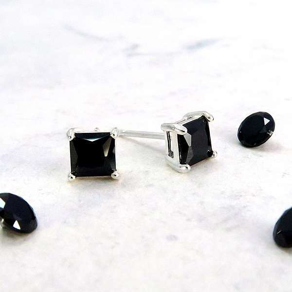 黑曜方形爪鑲耳環 5mm 單鑽鋯石 925純銀耳環 ART64